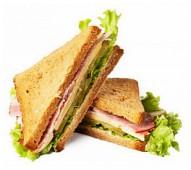 Сэндвич с ростбифом и корнишонами